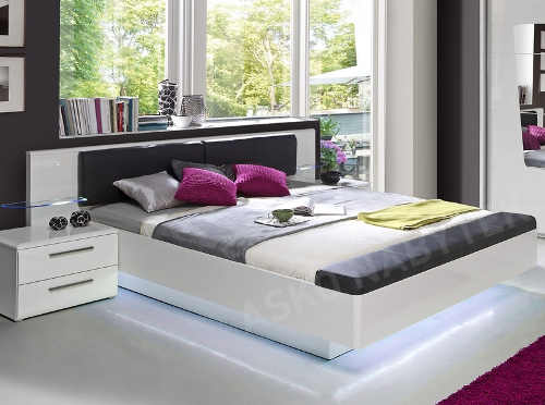 Bílá lesklá postel 180x200 cm s úložným lavici a LED podsvětlením