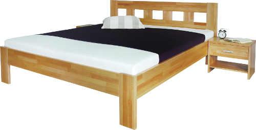 Masivní manželská postel ze světlého dřeva včetně nočního stolku