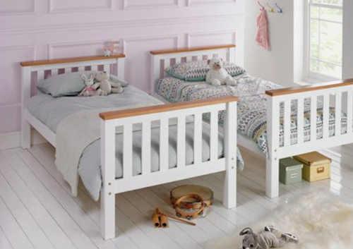 Dvě jednolůžkové postele z patrové postele