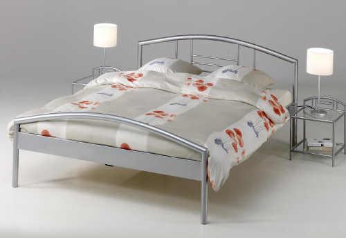Jednoduchá manželská kovová postel levně
