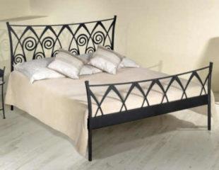 Luxusní kovová postel s arabským zdobením