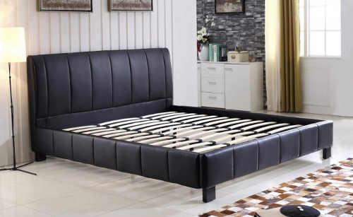 Kožená dvoulůžková postel s lamelovým roštem