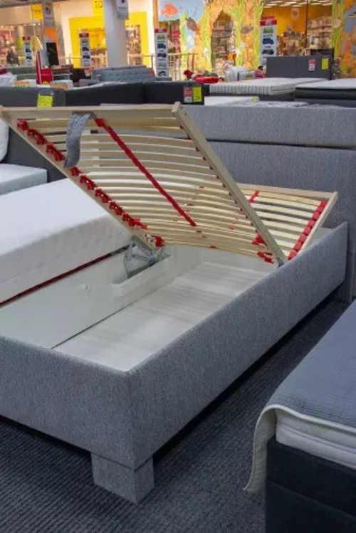 Kvalitní lamelový polohovací rošt v dvoulůžkové posteli