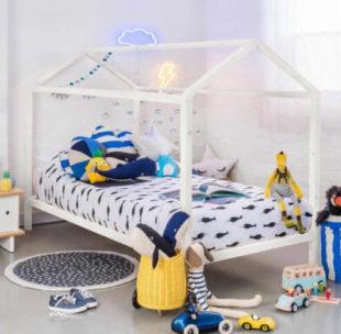 Bílá montessori dětská postel domeček