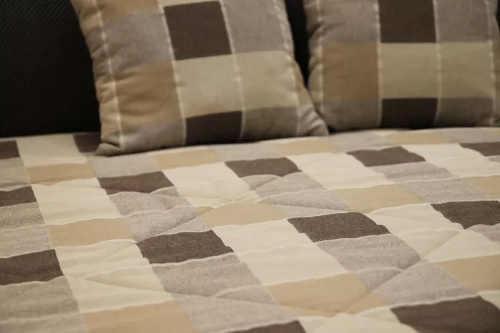 Postel včetně matrace a polštářů