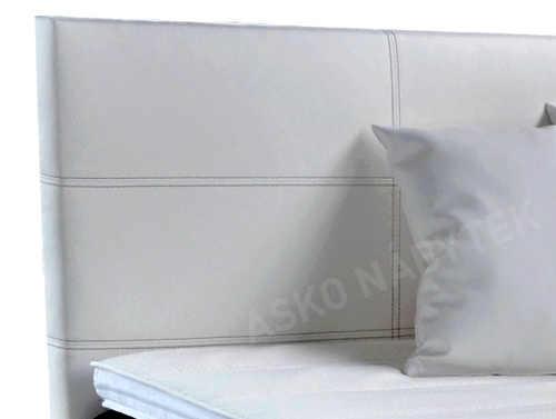Vysoké čelo postele polstrované bílou kůži