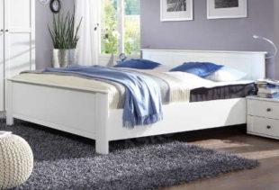 Zlevněná bílá manželská postel venkovský styl