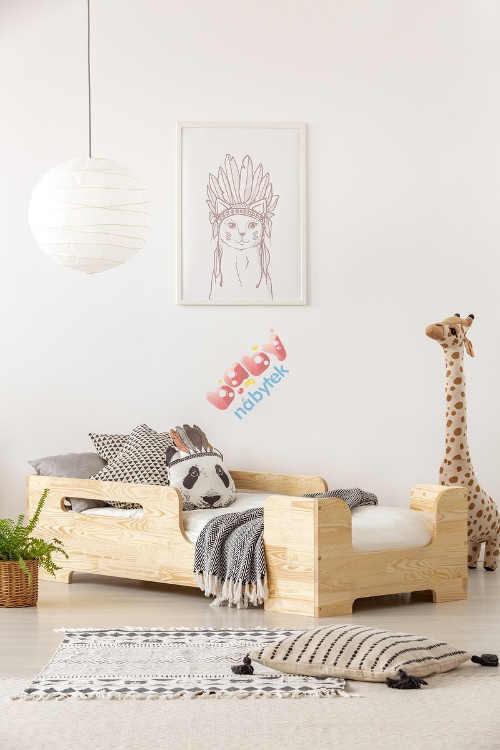 Dětská postel v neutrálním barevném provedení se zábranou