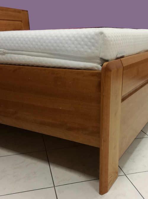 Zvýšená postel z masivního bukového dřeva