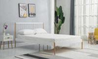 Postel v dekoru bílá/přírodní v jednoduchém provedení