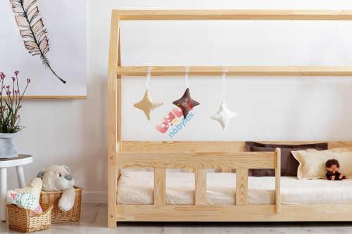 Dřevěná postel domeček do dětského pokoje