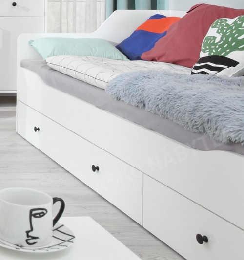 Elegantní bílá jednolůžková postel s šuplíky