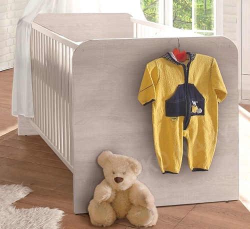 Elegantní dřevěná dětská postýlka o rozměru lůžka 70×140 cm