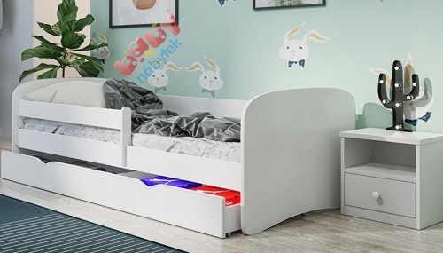 Jednobarevný bílý nábytek do dětského pokoje