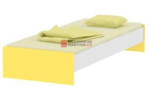 Jednoduchá bílá postel se žlutými čely