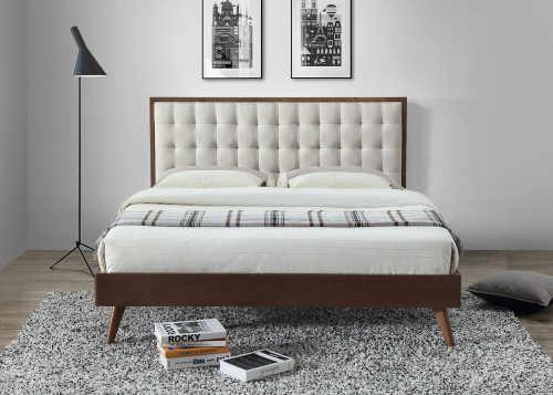 manželská postel z masivu s čalouněným čelem