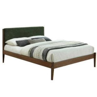 Stylová manželská postel z masivu se čalouněným čelem