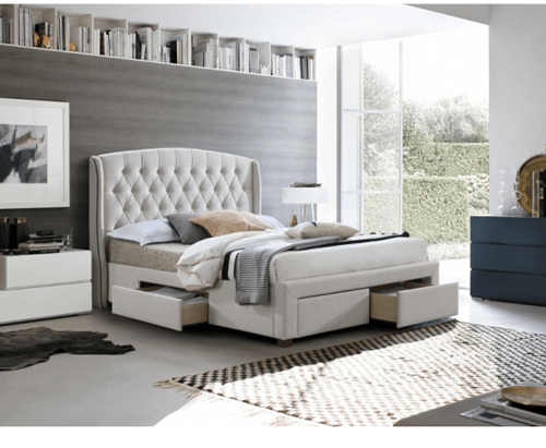 manželská čalouněná moderní postel v krémové barvě