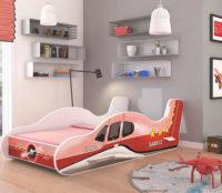 Dětská postel ve tvaru letadla v červeném provedení