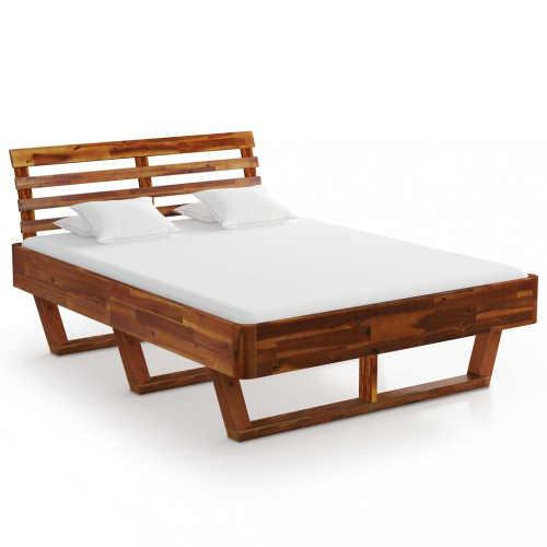 dřevěná manželská postel v originálním provedení