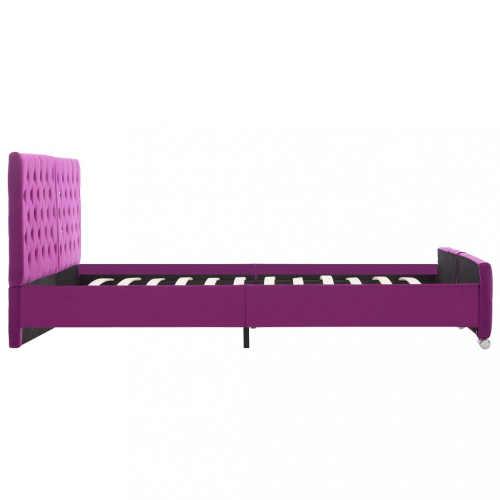 krásná postel s fialovým sametem