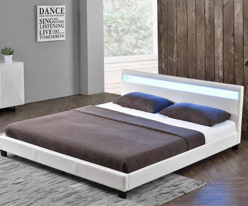 Čalouněná manželská postel v bílém provedení s LED osvětlením