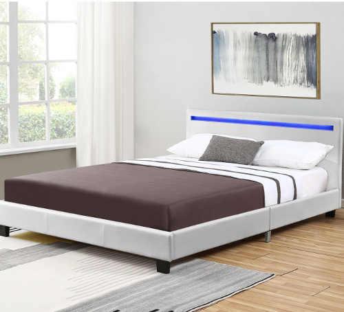 Čalouněná prostorná postel v moderním designu s LED osvětlením
