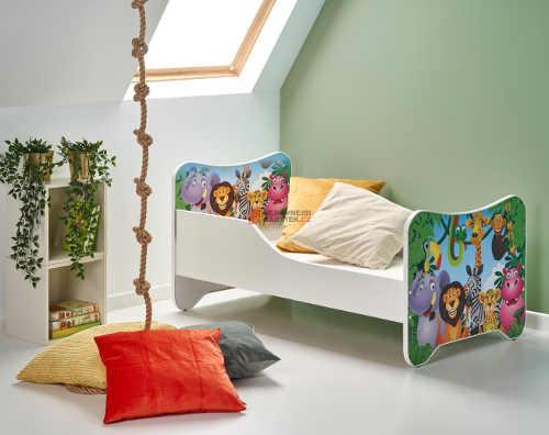 Dětská postel se zábranou se zdobenými bočnicemi