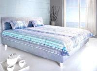 Komfortní manželská postel v modro-šedém dekoru s úložným prostorem