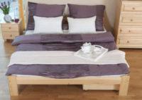 Prostorná dvoulůžková postel z kvalitního borovicového dřeva