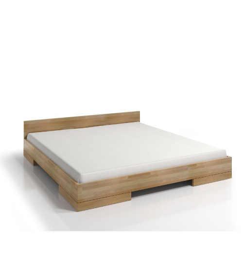 dřevěná manželská postel ve skandinávském designu