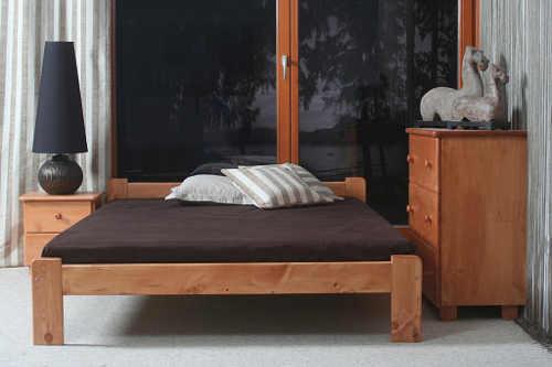 dvoulůžková postel z hodnotného masivu