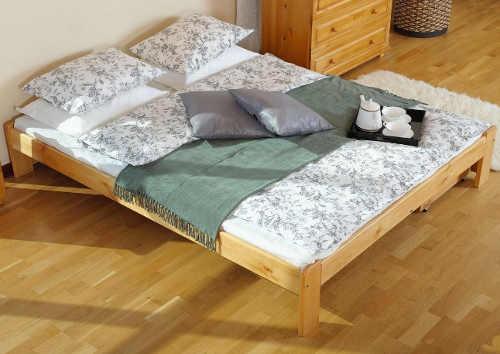 kvalitní dvoulůžková postel v klasickém provedení