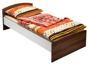 Levná jednolůžková postel s ořechovými čely