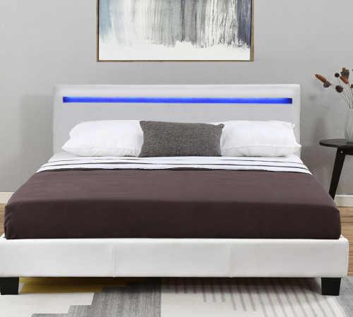 moderní čalouněná postel v bílém provedení s LED