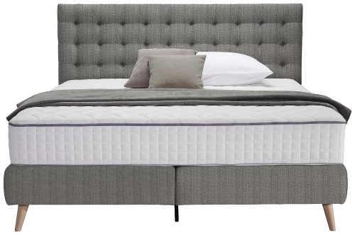 Moderní dvoulůžková postel s vysokou matrací