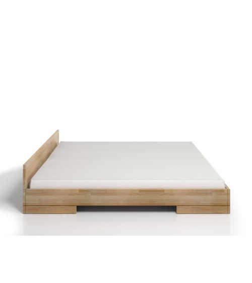 moderní dvoulůžková postel ze dřeva