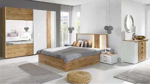 Moderní nábytek do ložnice s velkou zrcadlovou skříní