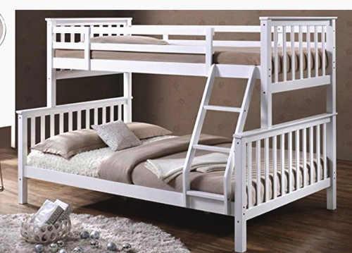 patrová postel skýtající 3 ložné plochy
