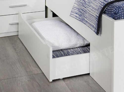 Vysouvací šuplíky zepředu i boku postele
