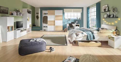 Dřevěná postel do studentského pokoje