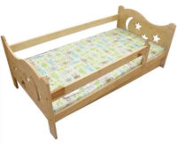 Vyřezávaná dětská postel z borovice