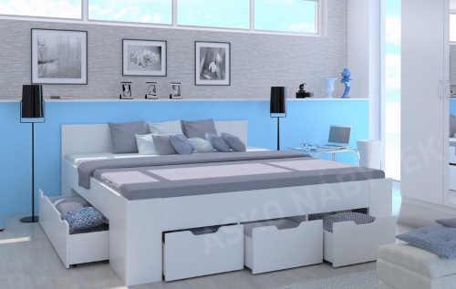 bílá manželská dřevěná postel
