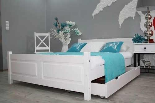 dvoulůžková postel z borovice