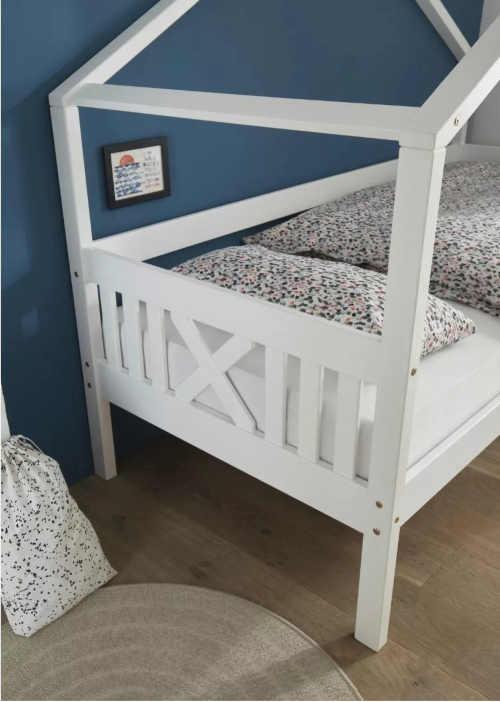 postel do dětského pokoje s nebesy