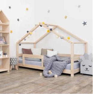 Dětská postel domeček s bočnicí v přírodním dekoru