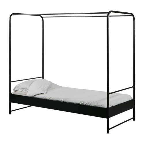 černá jednolůžková postel z kovu
