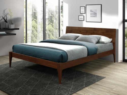 dvoulůžková postel s USB portem