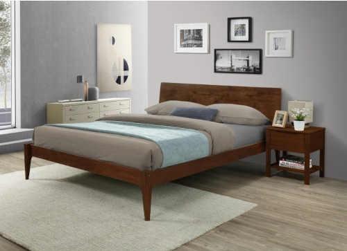 manželská postel z masivu s USB portem