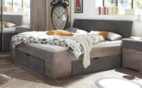 Manželská postel v moderním designu s úložným místem